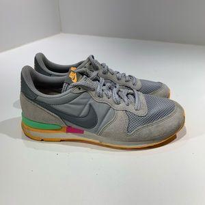 Nike Women's internationalist Wolf Grey Orange